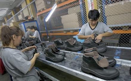 importan pares de zapatos en el Perú